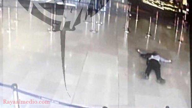 """""""Estoy aquí para morir por Alá"""", dijo el hombre que intentó robarle el arma a un soldado en un aeropuerto de París"""