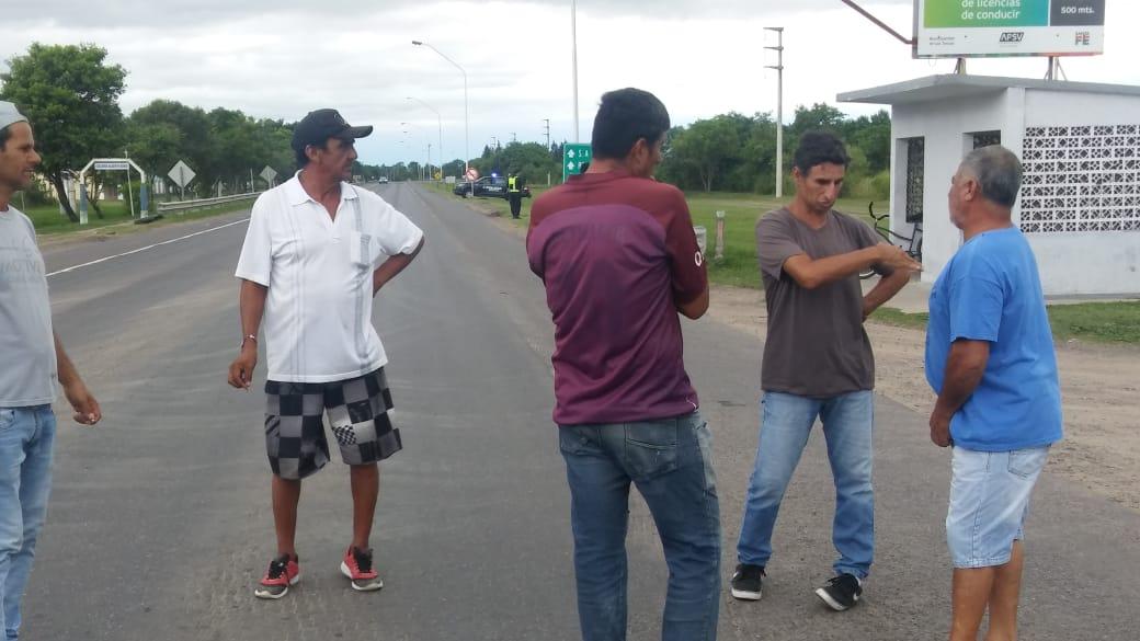 Los Obreros del Ingenio Las Toscas cortan la ruta 11