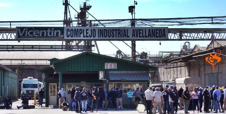 Los trabajadores de la Algodonera Avellaneda siguen sin respuesta
